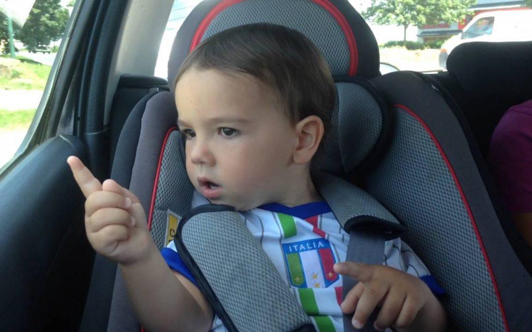 Kleiner Junge singt FELICITA – YouTube